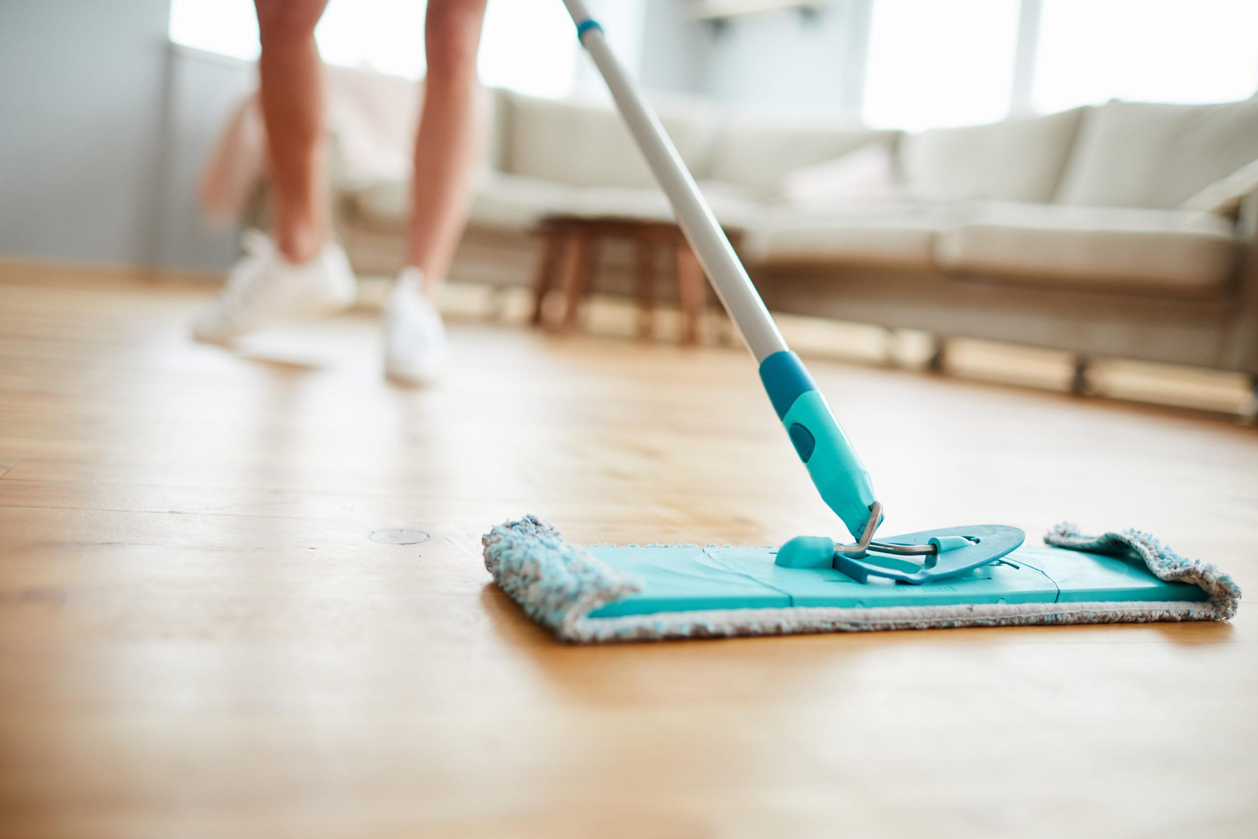 Parkettboden reinigen und Pflegen