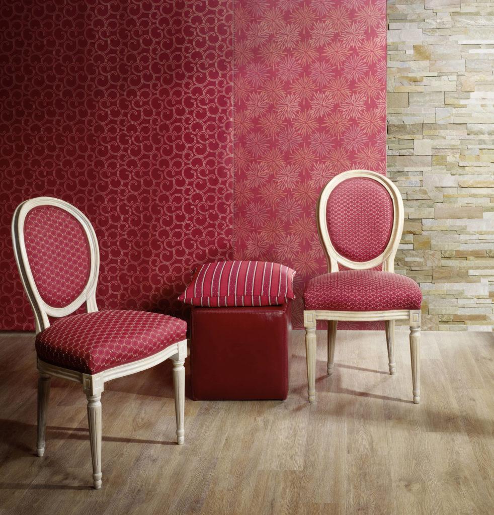 Sandgestrahlte und individuell gepolsterte Möbel