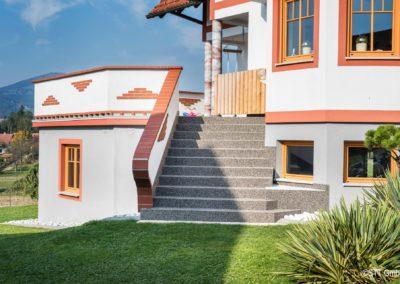 Als Stiegenbelag im Außenbereich eignet sich der Steinteppich optimal.