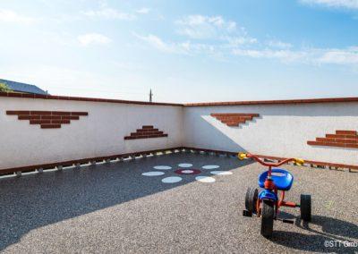 Steinteppich auf der Dachterrasse. Der ideale Bodenbelag für Kinder.